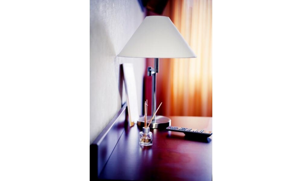 chambre double king handicap. Black Bedroom Furniture Sets. Home Design Ideas